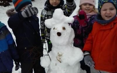 Gumisie - zabawy na śniegu