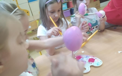 [Ogrody Wyobraźni] Oklejanie i malowanie jajek